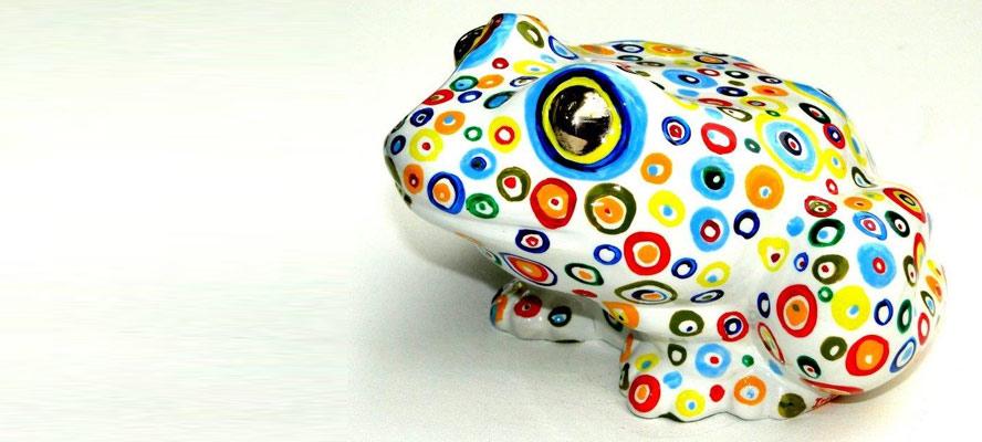 צפרדעים מברונזה. יוצרת: איריס עשת כהן